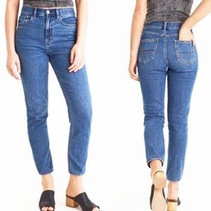 American Eagle High Waisted Mom Jeans Blue Size 2